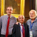 David O'Hagan (à gauche) avec les Profs. Karl O. Christe, Prix Moissan 2000 (droite) et Surya Prakash, Prix Moissan 2015 (centre)